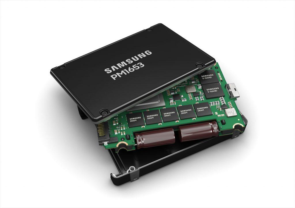 Samsung представляет свой самый производительный твердотельный накопитель SAS Enterprise для серверных хранилищ