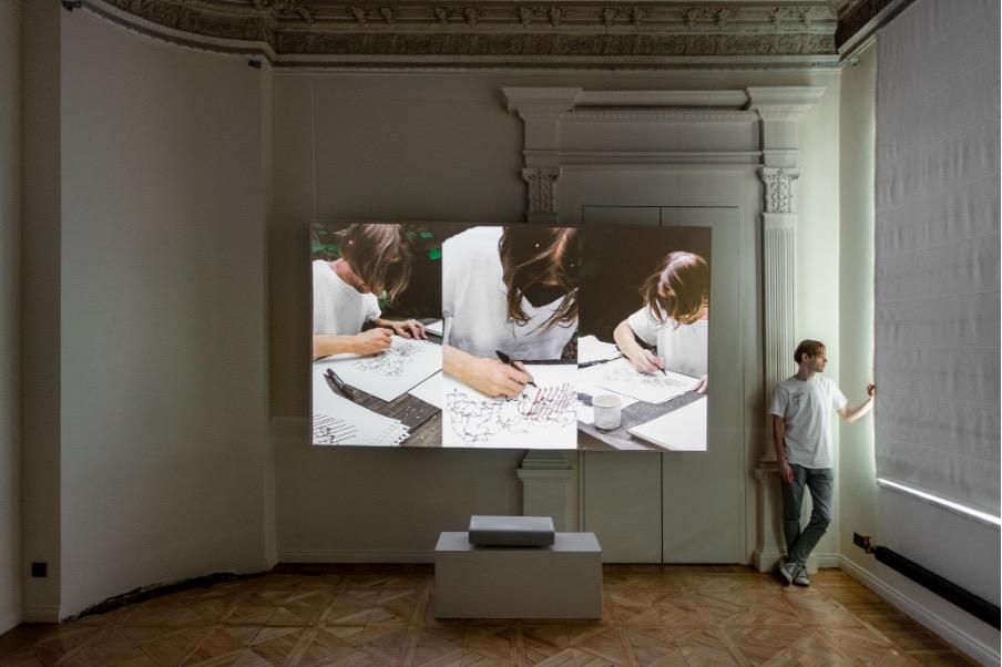 «ты и я и все эти вещи между нами»: новый проект Евгения Гранильщикова при поддержке Samsung The Frame