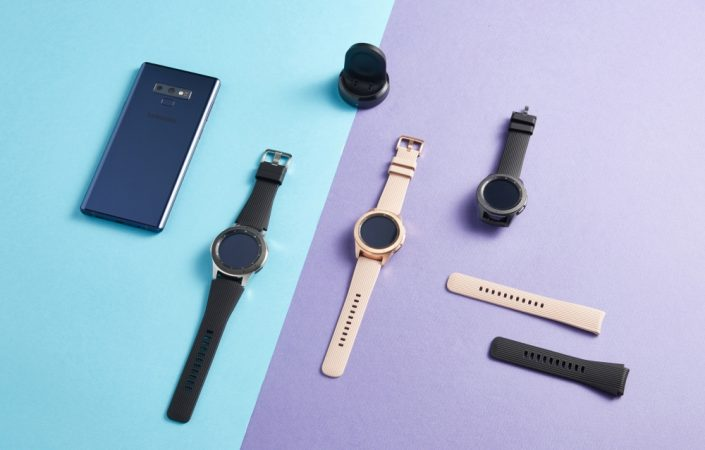 Годинник представлений моделями трьох кольорів: глибокий чорний (42 мм), рожеве золото (42 мм) і срібляста сталь (46 мм)