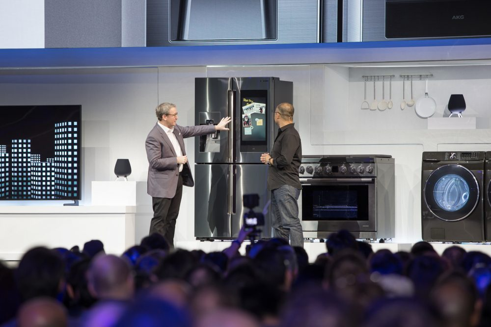 CES2019-Samsung-Press-Conference_Familly-Hub-2019_Connected-Home-Demo