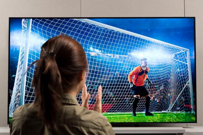 Trải nghiệm thể thao trực tiếp trên Samsung QLED TV – Samsung Newsroom Việt  Nam